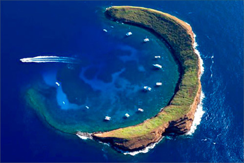 Ostrov v tvare polmesiaca sa volá Molokini